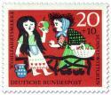 Briefmarke: Schneewittchen isst vergifteten Apfel