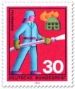 Briefmarke: Feuerwehr löscht brennendes Haus