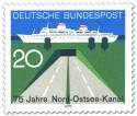 Briefmarke: Tunnel und Passagierschiff (75 Jahre Nord-Ostsee-Kanal)