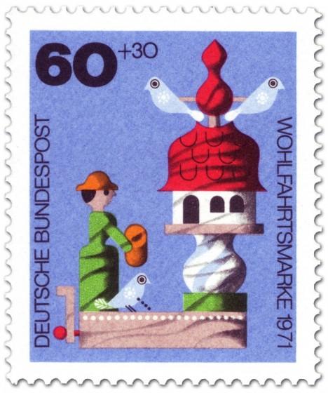 Briefmarke: Holzspielzeug: Frau am Taubenhaus