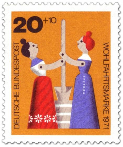 Briefmarke: Holzspielzeug: Frauen am Butterfass