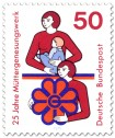 Mutter mit Kind und Frau mit Müttergenesungswerk-Logo