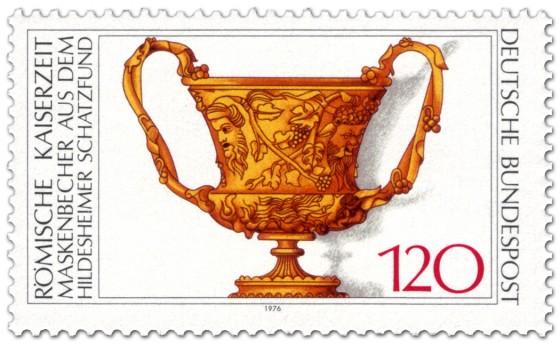 Briefmarke: Goldener Becher mit Masken (römisch)