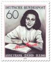 Anne Frank mit Buch