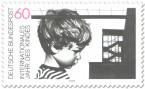 Briefmarke: Junge und Gebäude (Jahr des Kindes)