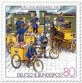 Briefmarke: Briefmarke mit Postboten mit Briefpost