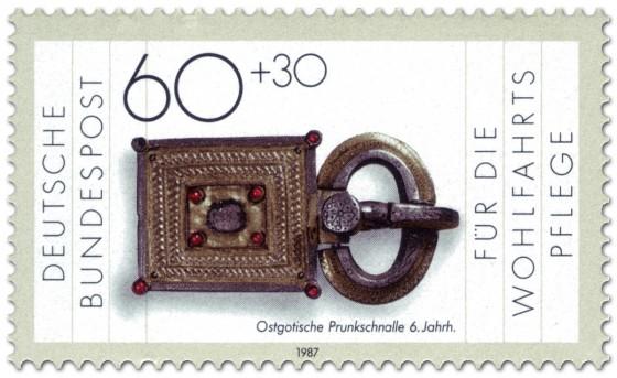 Briefmarke: Prunkschnalle, ostgotisch (6. Jahrhundert)