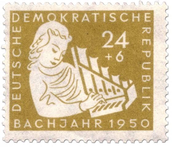 Briefmarke: Mädchen mit Handorgel aus dem Mittelalter